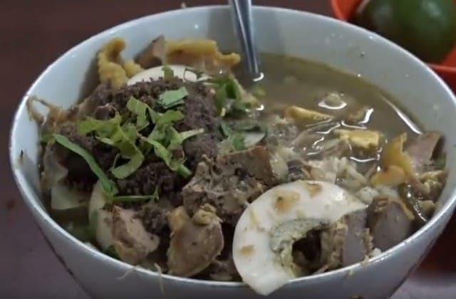 Nikmatnya Soto Ayam Lombok akan membuatmu serasa di Surga, jangan kira Soto Ayam ini pedas ya karena ada nama Lombok disana