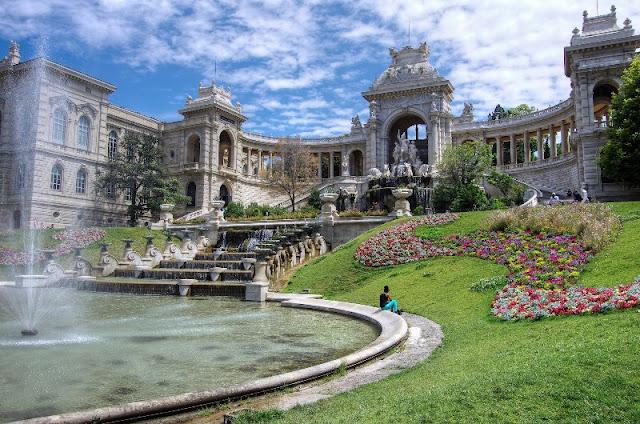 lâu đài Le Palais với diện tích rộng lớn