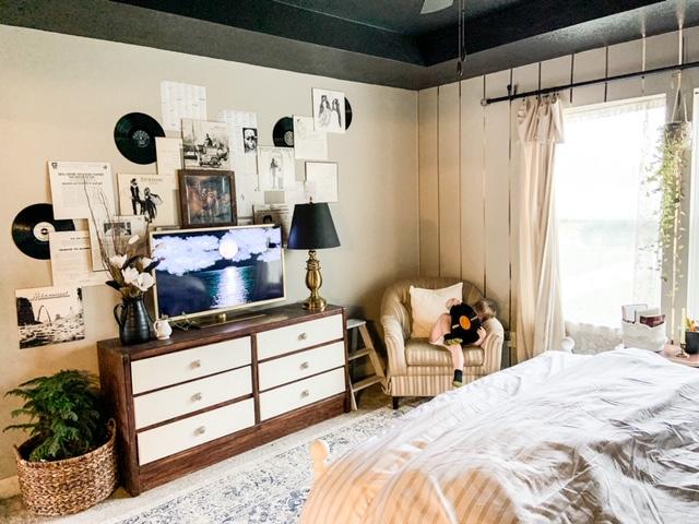 gallery wall around tv in bedroom