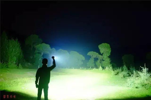 Floodlight flashlight