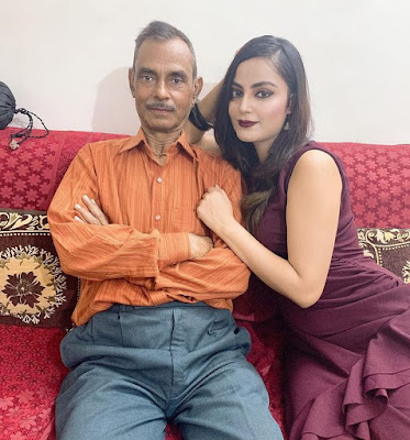 Minakshi Jaiswal with father