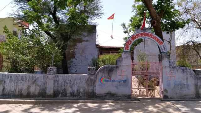 श्रीमाधोपुर का प्राचीन दरवाजा तथा दरवाजे वाले बालाजी का मंदिर
