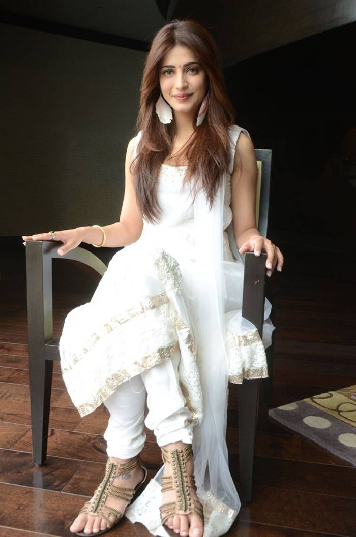 Shruti Hassan Latest Photos In White Salwar Suit