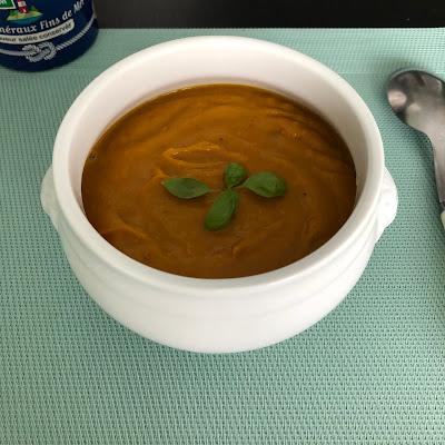 Soupe potimarron marrons dans bol