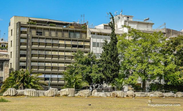 Restos do Templo de Zeus Olímpico na Avenida Vassilis Amalias, Atenas, Grécia