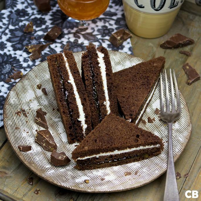 Recept: zo maak je zelf sandwiches van chocoladecake met rum-abrikozenjam en room