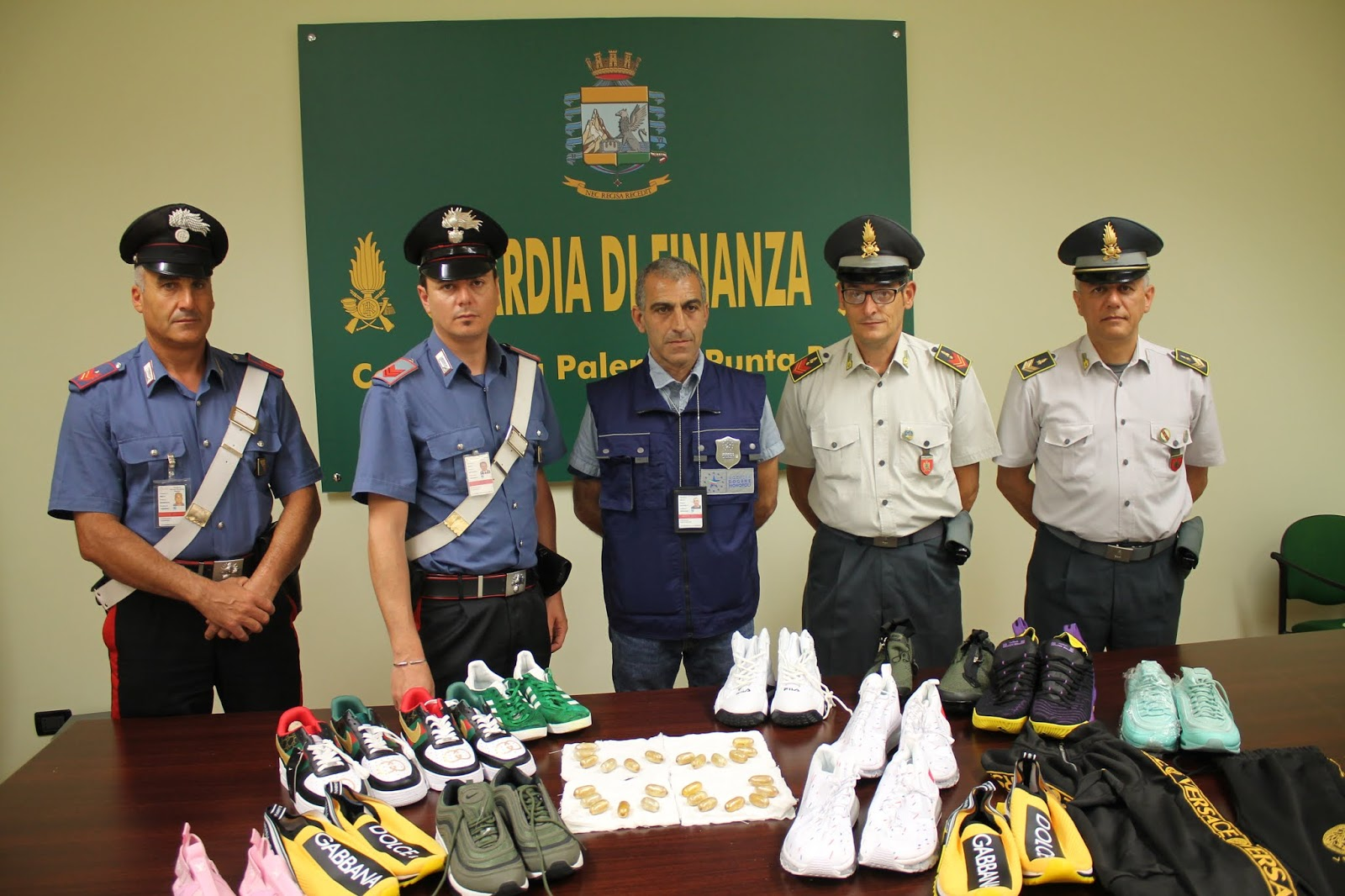 Venticinque ovuli di cocaina nello stomaco: arrestato a Punta Raisi a Palermo