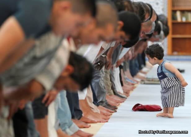 Kanak kanak di Masjid