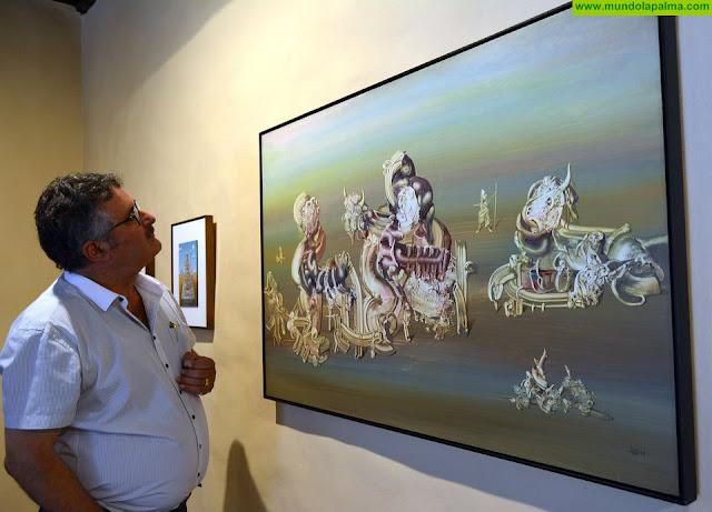 El pintor grancanario Paco Juan Déniz exhibe una selección de su obra surrealista en la Casa Principal de Salazar