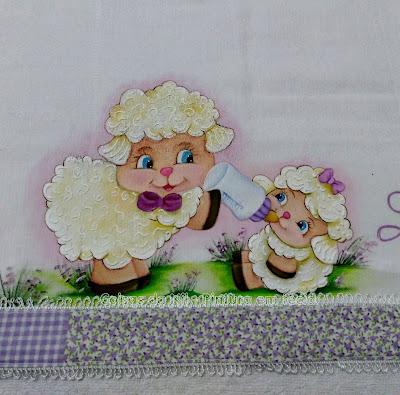 fralda pintada para menina com ovelhinha mamãe e bebê