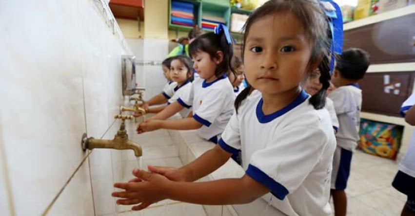 MINEDU: El 92.6 % de los colegios públicos tiene servicios de agua, desagüe y energía eléctrica