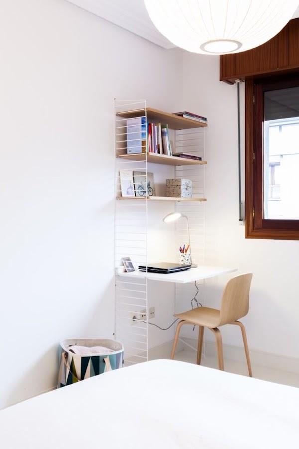 rincón de estudio en pequeño dormitorio