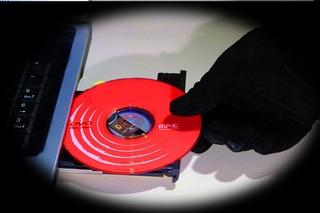 अपने कंप्यूटर में सीडी या डीवीडी कैसे लगाएं? How To Put a CD or DVD Into Your Computer in Hindi