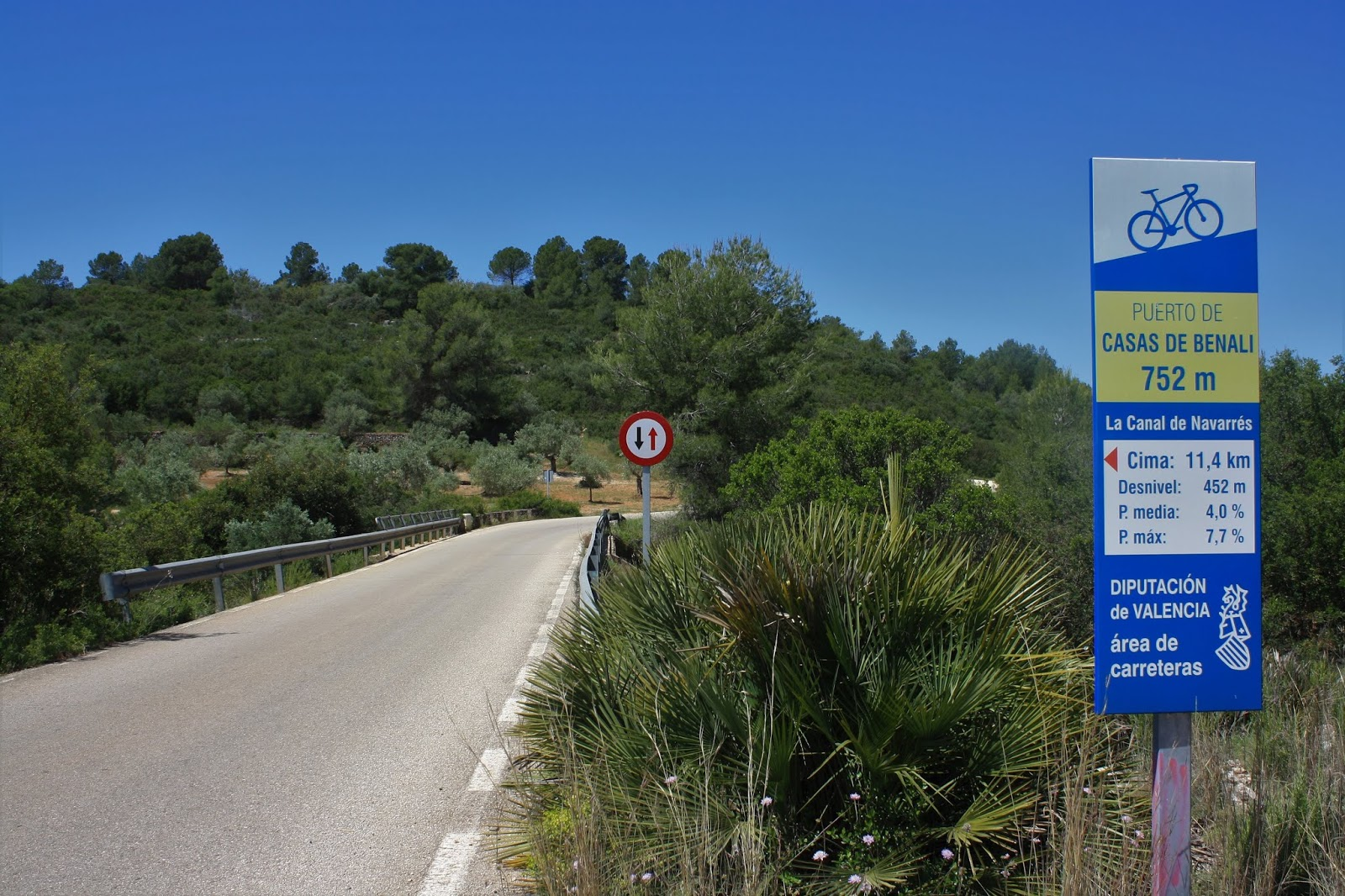 First marker board on the climb to Casas de Benalí, Enguera, Spain