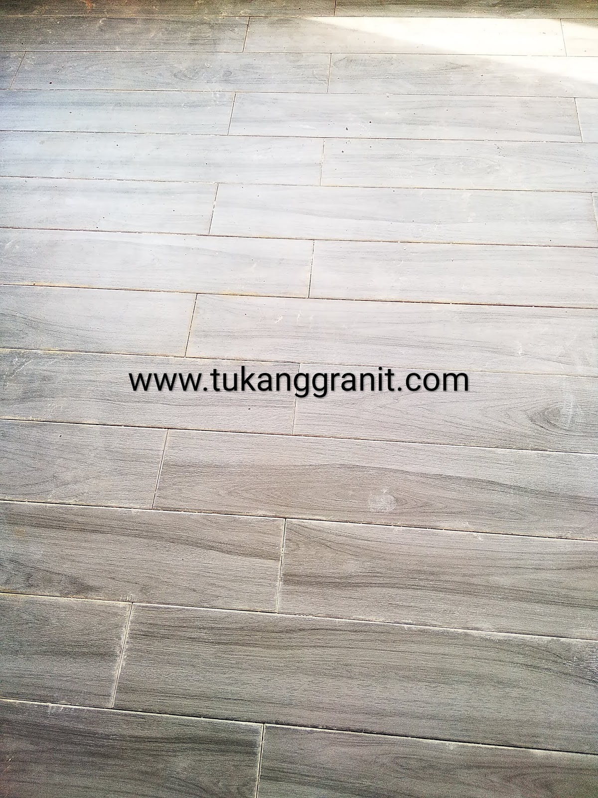 Review Granit Motif Kayu Merk Best Wood Ukuran 15 x 80 Cm