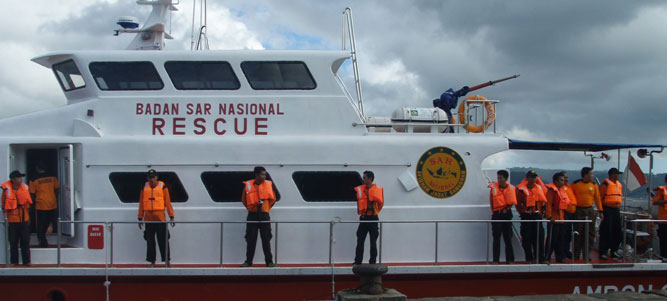 Kapal motor (KM) Putri Ojes yang mengalami gangguan mesin saat pelayaran dari Desa Waraka, Pulau Seram pada 18 Oktober 2016 tujuan Pulau Nila, Kabupaten Maluku Tengah sempat ditolong para nelayan Taiwan.