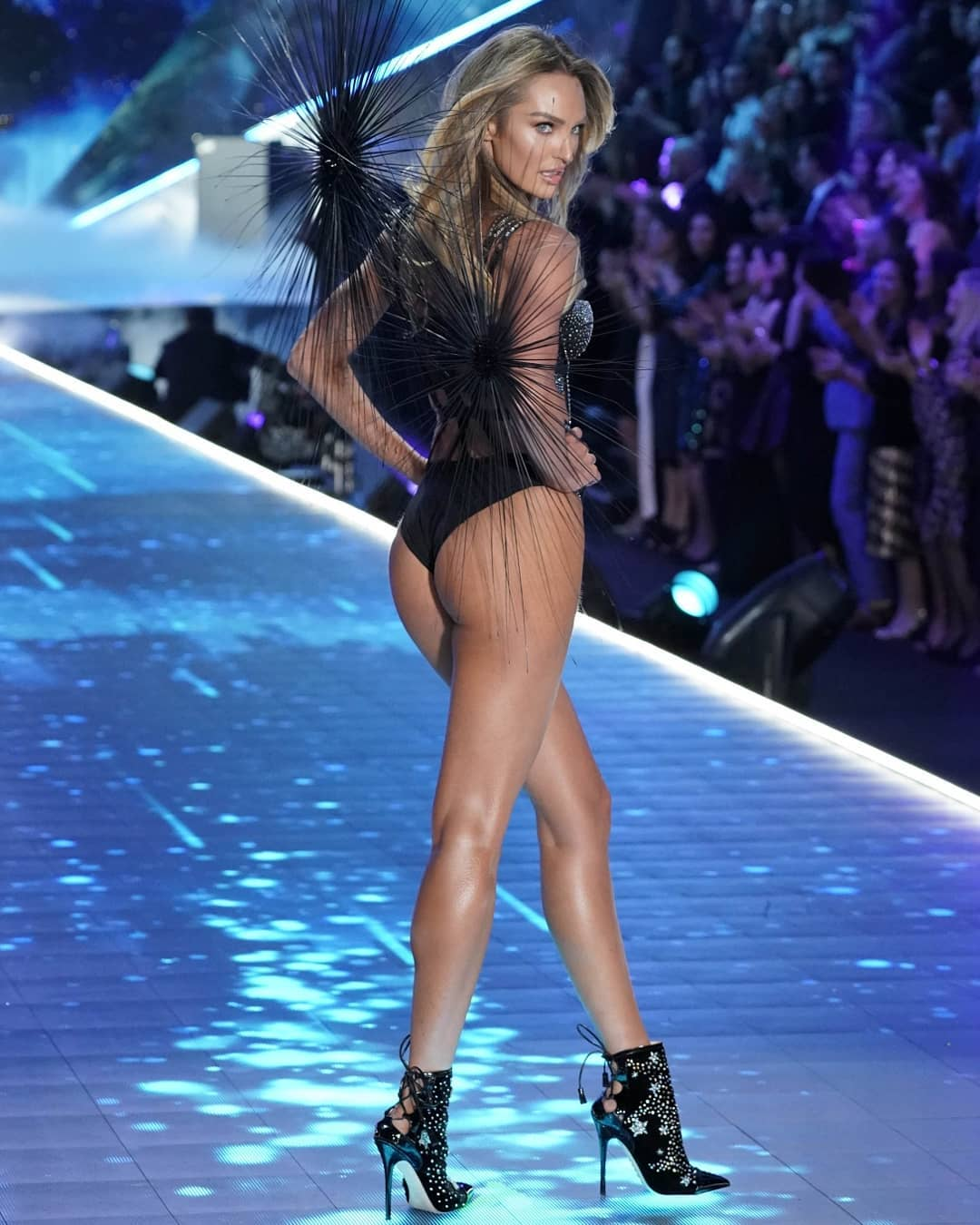 Candice Swanepoel Super Hot Ramp Walk