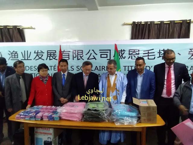 السفير الصيني يسلم بلدية نواذيبو هدية من شركة هوندونغ و يشيد بعمدتها - صور