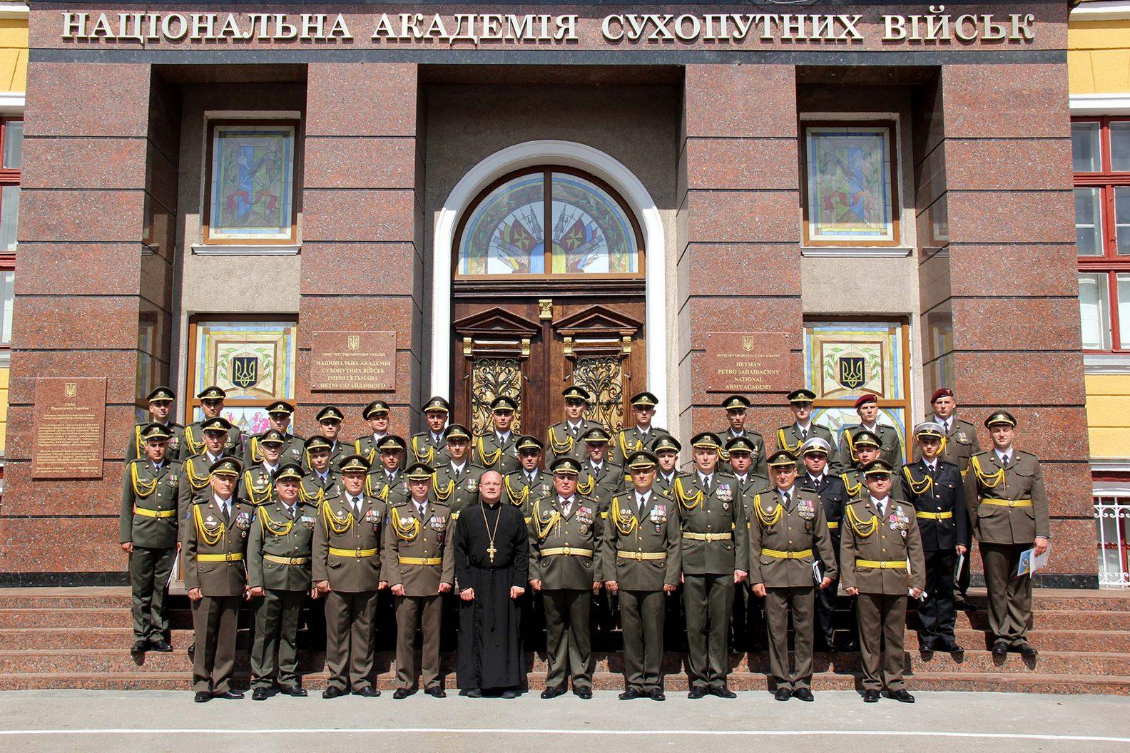 Перший випуск офіцерів річного лідерського курсу