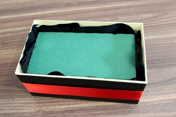 Sevgililer günü için el yapımı romantik gül kutusu
