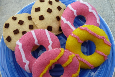 Felt party rings and cookies