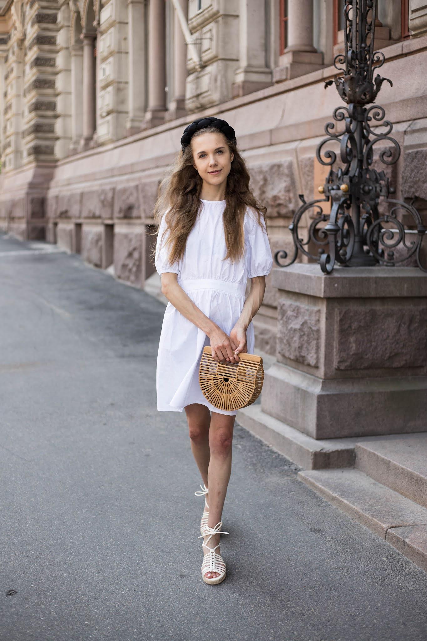 Valkoinen kesämekko ja iso lettipanta // White summer dress and big braided headband