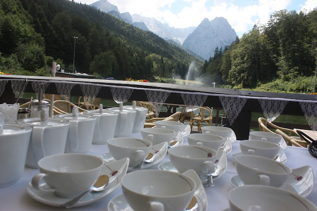 Tea bar Birdcage vintage wedding - Irish wedding in Bavaria, Riessersee Hotel Garmisch-Partenkirchen, wedding venue abroad