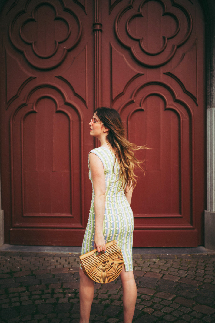 Outfit: wiggle dress and bamboo bag