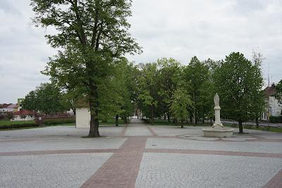 plac przed klasztorem w Leżajsku