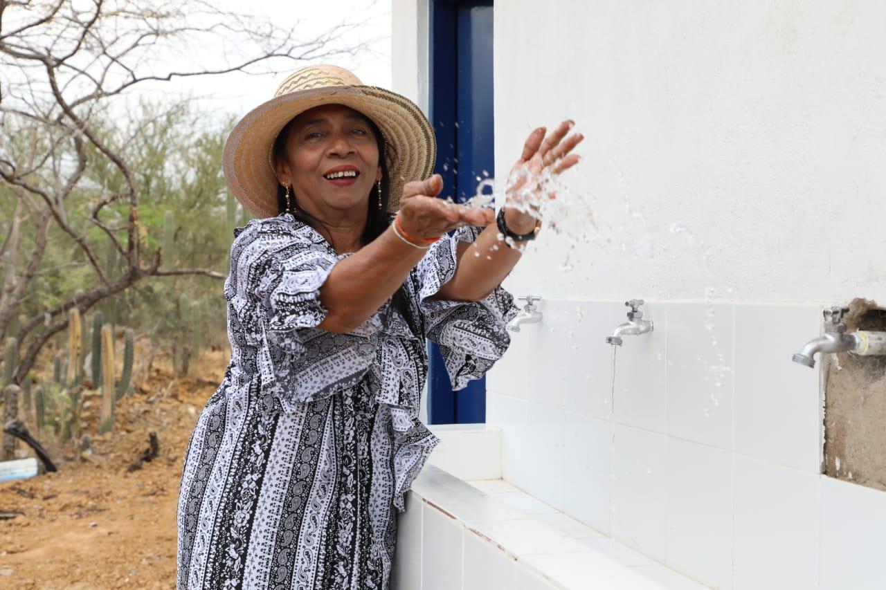 hoyennoticia.com, Guajira Azul entregó modulo de piletas públicas de Sararao