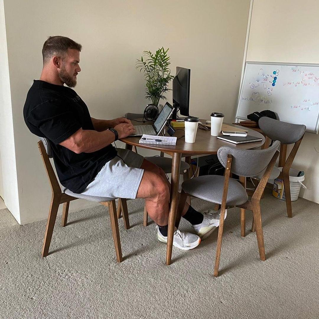 hot-guy-working-home-matt-oreilly-bearded-beefy-daddy-laptop-sexting
