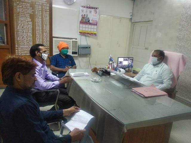 ललितपुर : राष्ट्रीय शैक्षिक महासंघ ने बीएसए व लेखाधिकारी से की भेंटवार्ता, शिक्षकों की समस्याओं के निस्तारण की माँग