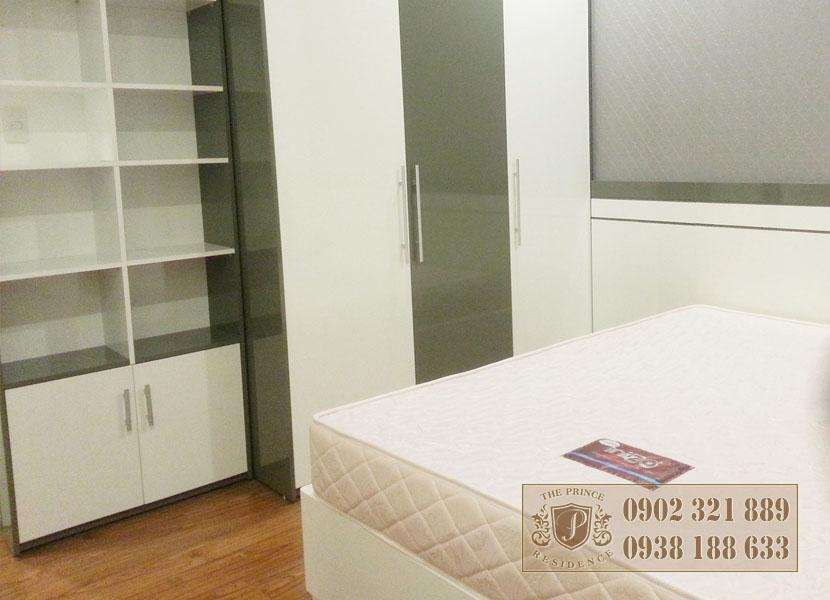 Giá bán căn hộ The Prince - giường phòng ngủ 2