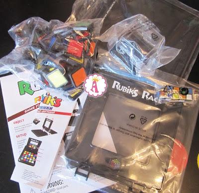 Кубики рубика, цветные фишки, игровое поле и инструкции к Rubik's Race Game