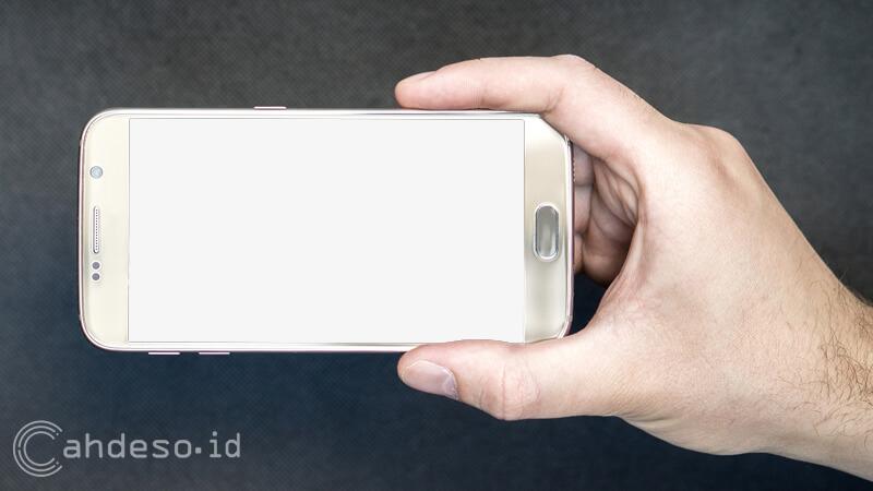 Penyebab Layar Android Blank Putih