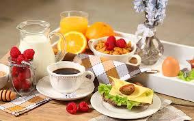 وجبة الإفطار المثالية.. ما ينصح بتناوله وما يجب تجنبه