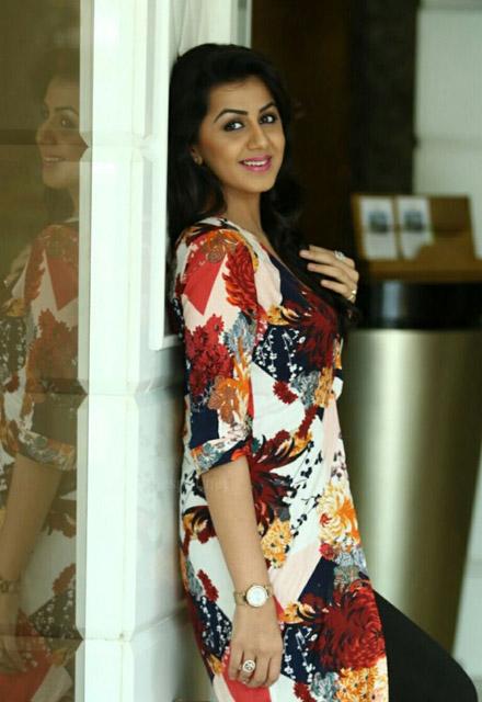 Nikki Gilrani Malayalam actress photos