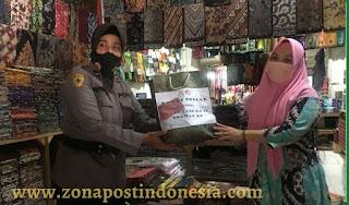Jelang Hari Jadi Ke-73, Polwan Polres Bangkalan Salurkan 250 Paket Sembako Untuk Pelaku UMKM Batik