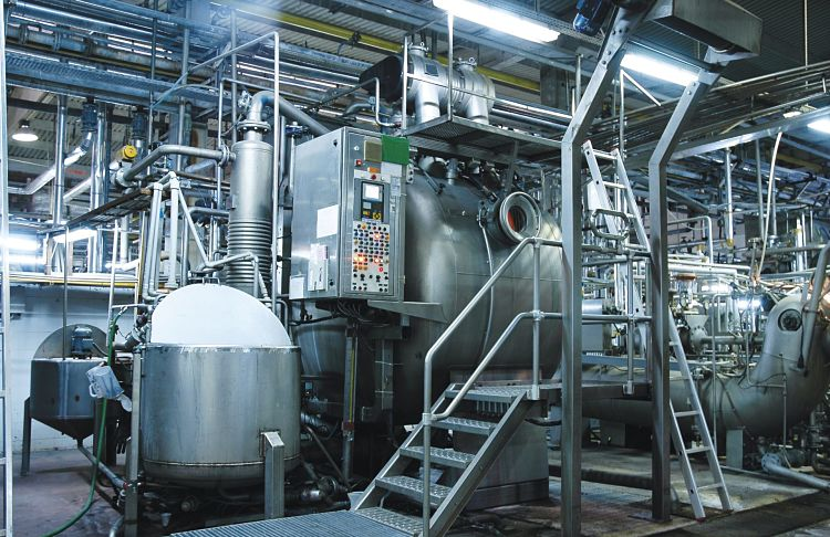Reactores semi-continuos en una fábrica