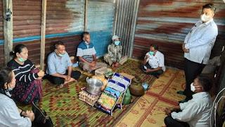 Bupati Samosir Serahkan Bantuan Kepada Korban Kebakaran di Desa Sigaol Marbun
