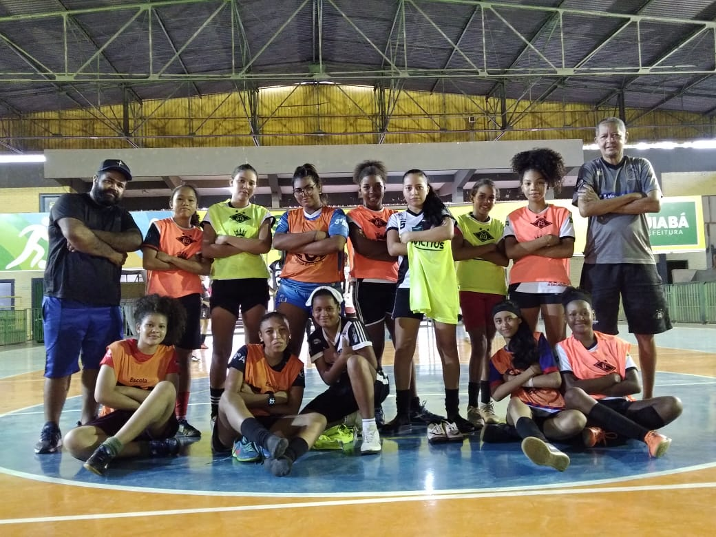 Jogadoras de futsal feminino do Mixto categoria de base