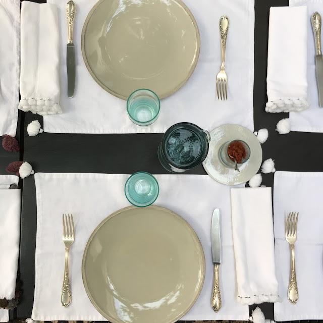 Patio / Vaisselle marocaine/ Verres Beldi / Linge de maison V.Barkowski / Riad Dar Kawa / No-Mad /