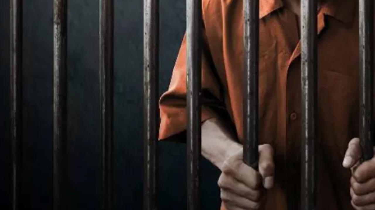 Ladrão engana farmacêutico e usa garrafa como se fosse arma em assalto