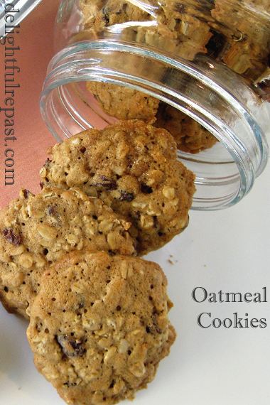 Oatmeal Cookies - Classic Oatmeal Cookies (in a clear glass cookie jar) / www.delightfulrepast.com