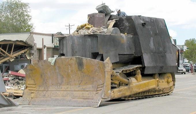 La impresionante Historia de Marvin Heemeyer, el hombre que se construyó  un tanque y destrozó medio pueblo porque tenía razón