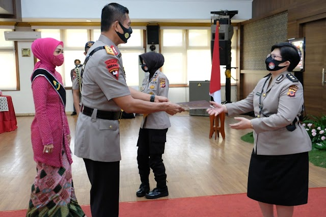 "Tiap Hari Bergelut Dengan Covid-19, AKBP Dr Rani Wahyoe Prasanti,SpPD Terima Penghargaan ""Esthi Bakti Warapsari"""