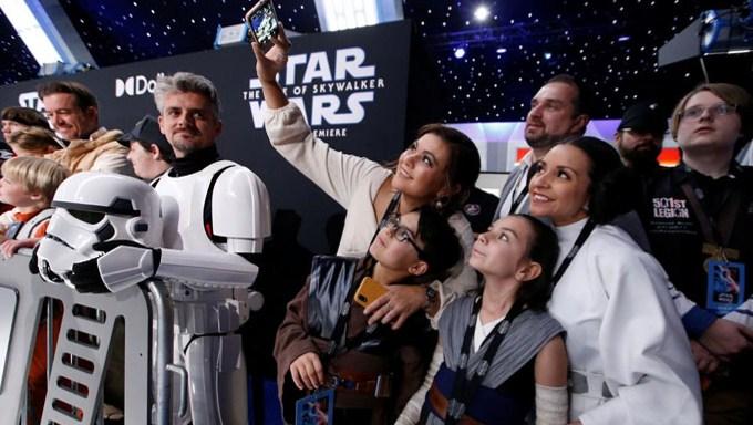 Hollywood feiert den Abschluss des Star Wars-Kapitels bei der Weltpremiere
