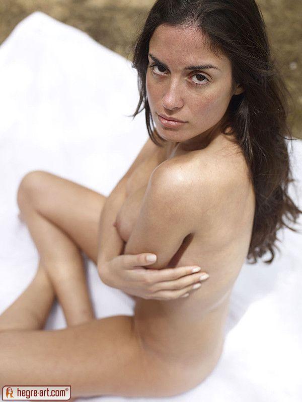 model latina foto bugil di hutan   payudara toket gede