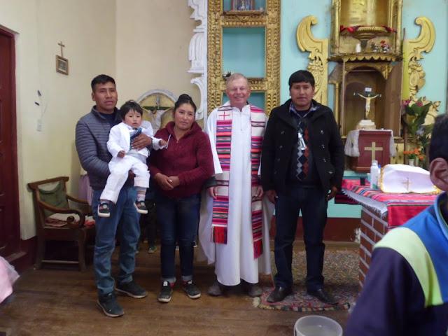 Das Kind von unserem Buergermeister (links von mir) wurde getauft