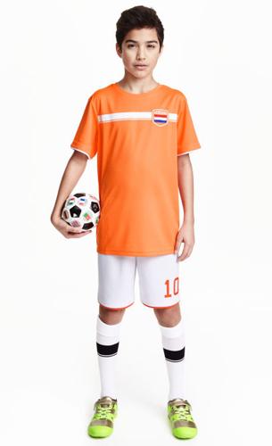 H&M niños pantalones cortos y camiseta mangas cortas de fútbol y zapatillas deportivas